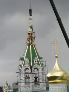 Установка креста на колокольню