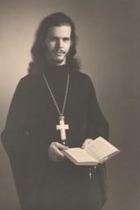 Молодой священник Александр Лехно.  Фото из личного архива О.А. Бородиной.