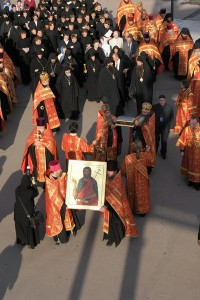 Десницу Иоанна Крестителя крестным ходом перенесли в кафедральный собор. Фото с сайта Нижегородской епархии