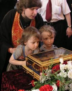 Поклонение святой деснице Иоанна Предтечи в храме, посвящённом этому великому святому. Фото с сайта Нижегородской епархии