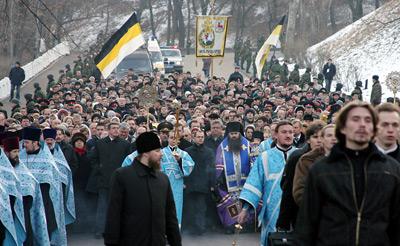 По Ивановскому съезду верующие прошли к храму Рождества Иоанна Предтечи