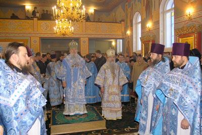 Святейший Патриарх совершает Божественную литургию