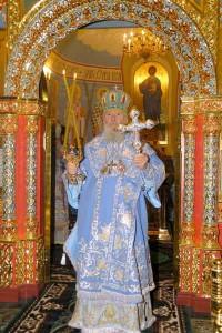 Патриарх благословляет молящихся