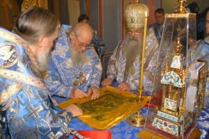 Освящение престола храма Иоанна Предтечи Святейшим Патриархом Алексием II