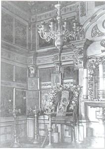 Внутренний вид Спасской часовни. В центре чудотворная Оранская Владимирская икона Божией Матери. 1930-е годы