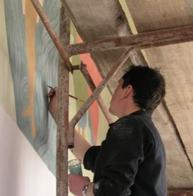 Художник за работой. Фото с сайта Нижегородской епархии