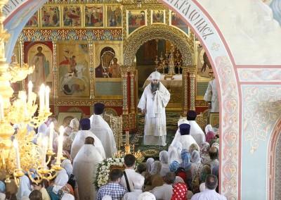 Митрополит Георгий совершил Божественную литургию в храме Рождества Иоанна Предтечи